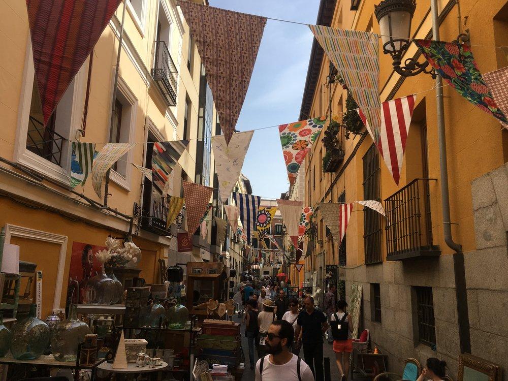Feria de Antigüedades en el Barrio de Las Letras.
