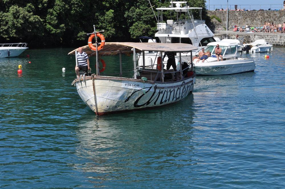 En el puerto de Mundaka nos esperaban Iñaki y Doroteo para llevarnos a la excursión.