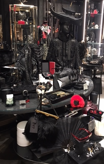 Photo inside NOIR AT Bergdorf Goodman