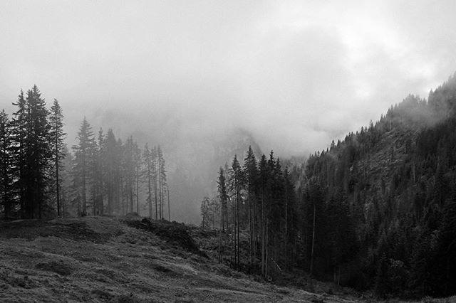 #switzerland #schweiz #suisse #lauterbrunnen #landscapes #bw #fuji #fujix100s #fujifilmx100s