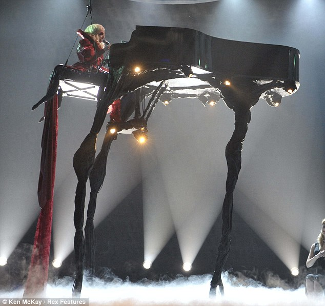 Photo: http://www.dailymail.co.uk/tvshowbiz/article-1233947/Royal-Variety-Performance-goes-GaGa-Queen-meets-Lady.html