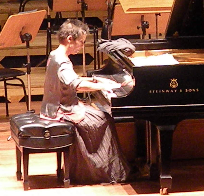 Photo by Governo De Sergipe - Maria João Pires treina sozinha no palco, CC BY-SA 2.0, https://commons.wikimedia.org/w/index.php?curid=23906389