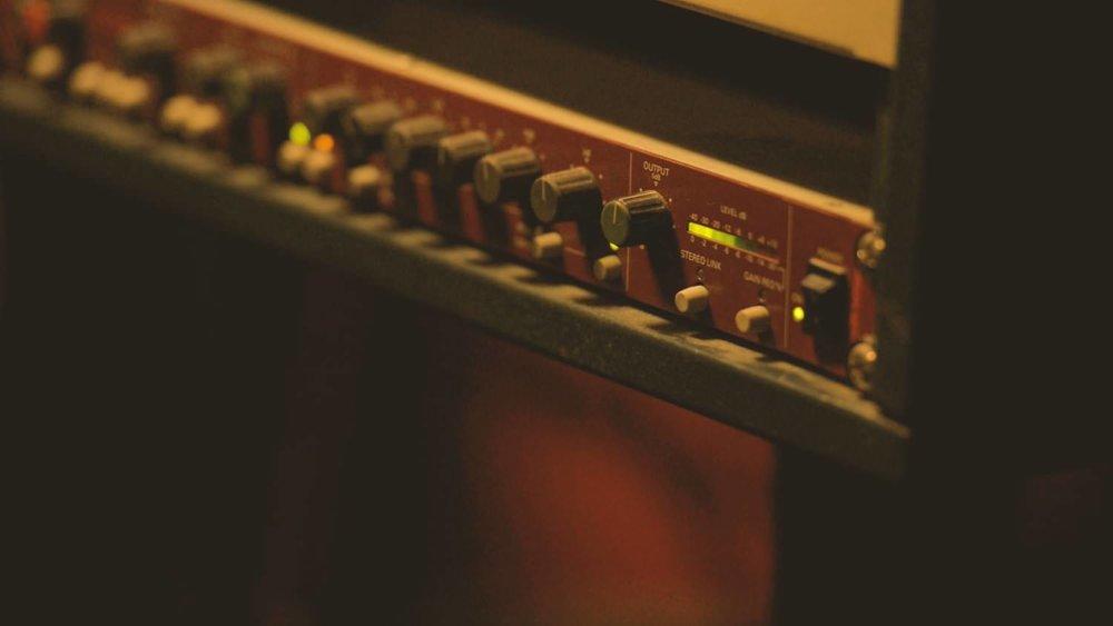 Sound_Sound_Studio_Ad_p1+raw+footage.00_22_23_19.Still065.jpg