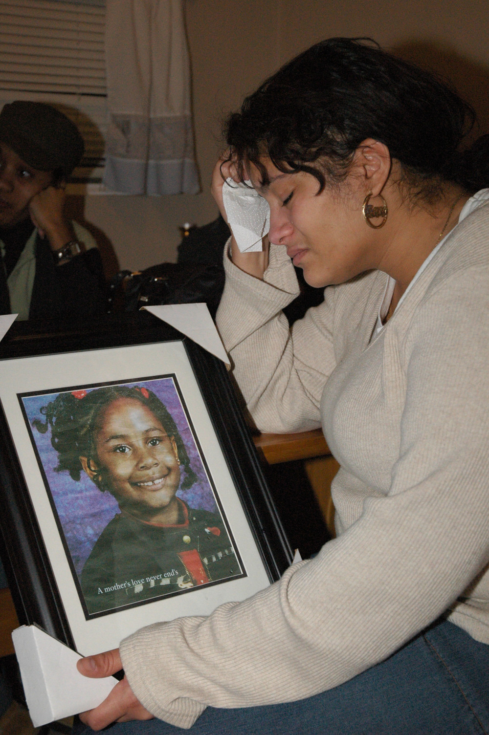 01.29.05 Newburgh, NY Lisa Mason holds a photo of her daughter.jpg