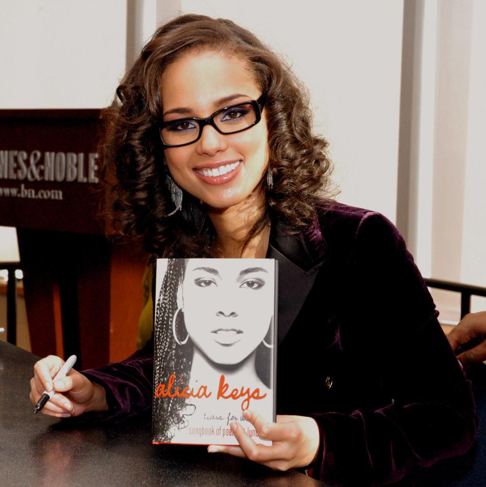 Alicia Keys at Barnes and Noble in New York  02.jpg