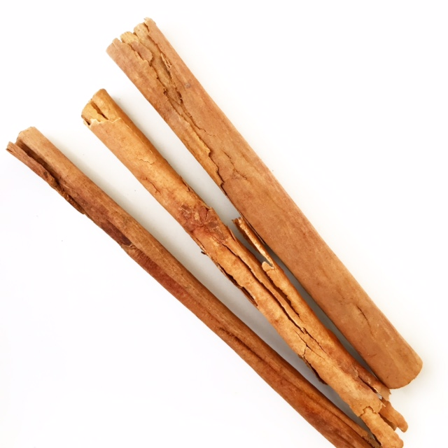 Cinnamon Cinnamon is known to boost the immune system and will help ward off colds and flu thanks to its anti-bacterial and anti-microbial properties and antioxidant activities.