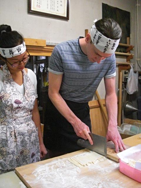 Cutting fresh udon noodles!
