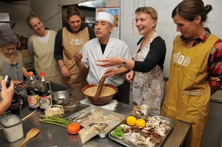 Ozeki Japanese Cooking Class offers to chefs and hobby cooks authentic cooking methods