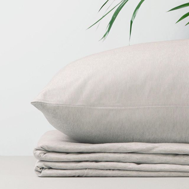 Our jersey bedding is warm, cosy and made of beautifully soft Aegean cotton grown by organic farmers in Turkey. ⠀⠀⠀⠀⠀⠀⠀⠀⠀ . . . #organicjersey #organicjerseybedding #jerseybedding #cosybed #hyggehome