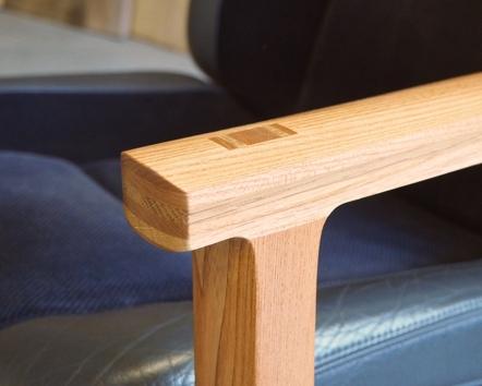Armrest / Leg Detail