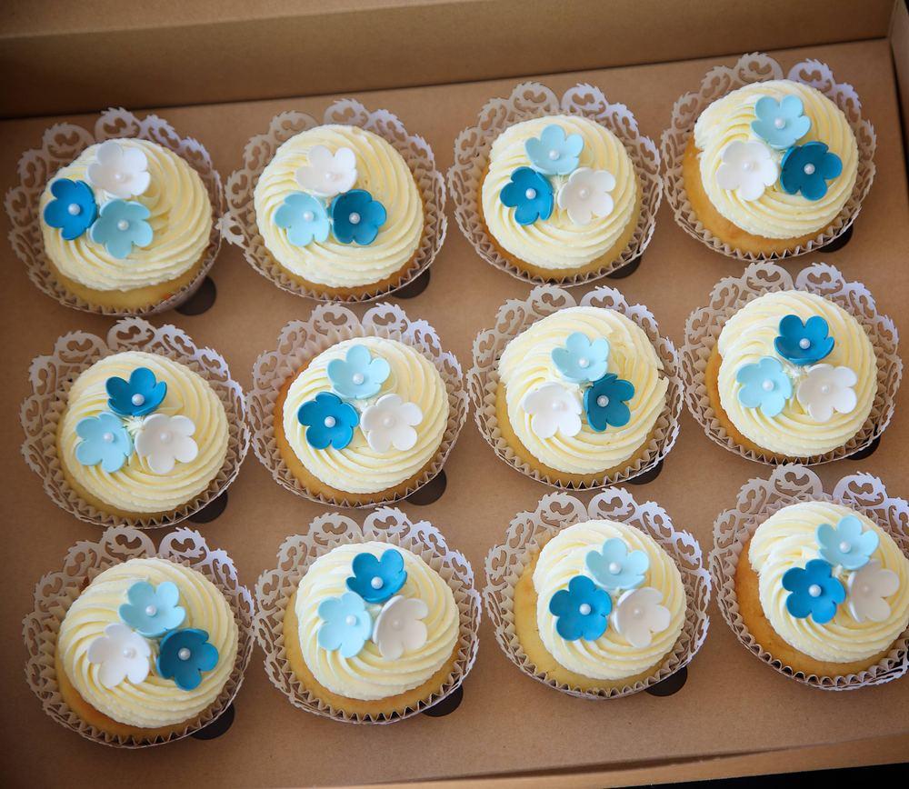 blue flower cupcakes.jpg