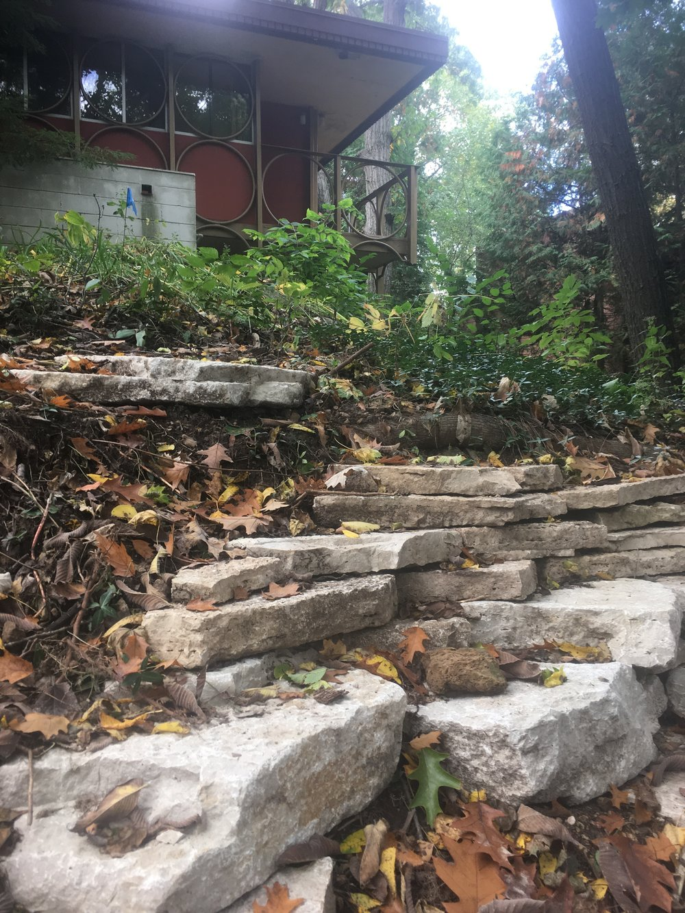 Outcrop Style Retaining Wall - Wisconsin Limestone