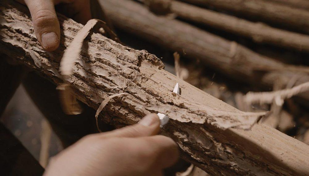 master-flute-maker-winne-clement-fluiten-luthier-craftsman-facteur-flûtes-flöten-hersteller-music-instrument-wood-wind--bark -curing.jpg