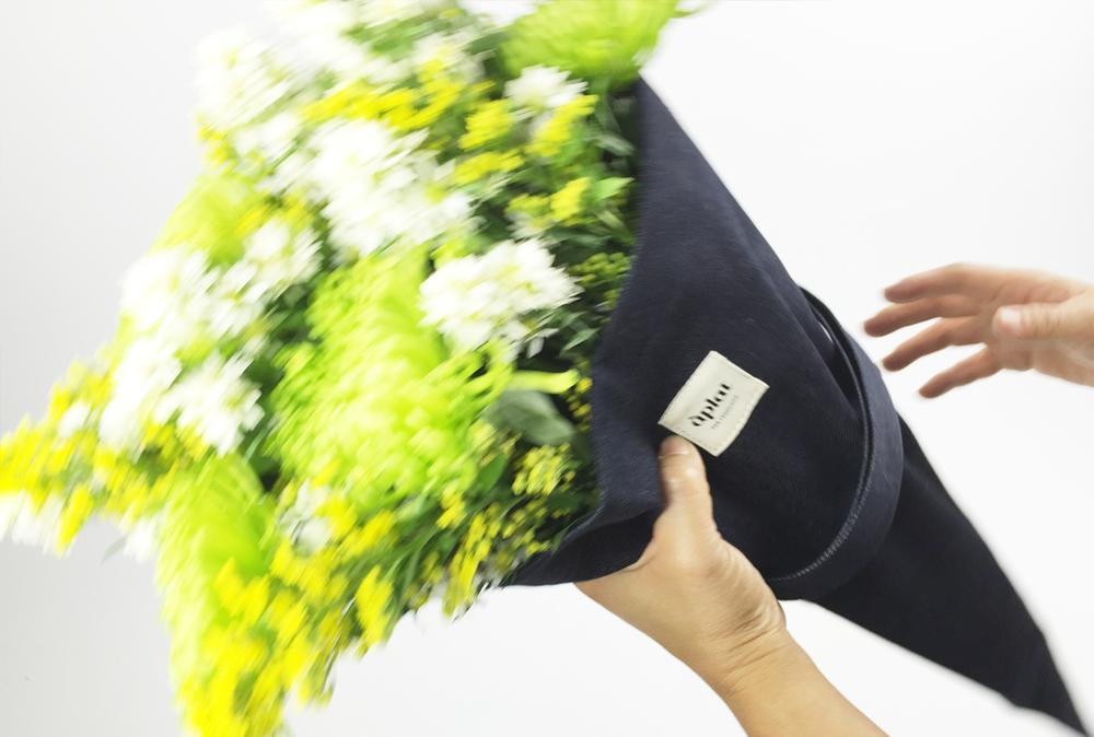 aplat farmers market flower tote