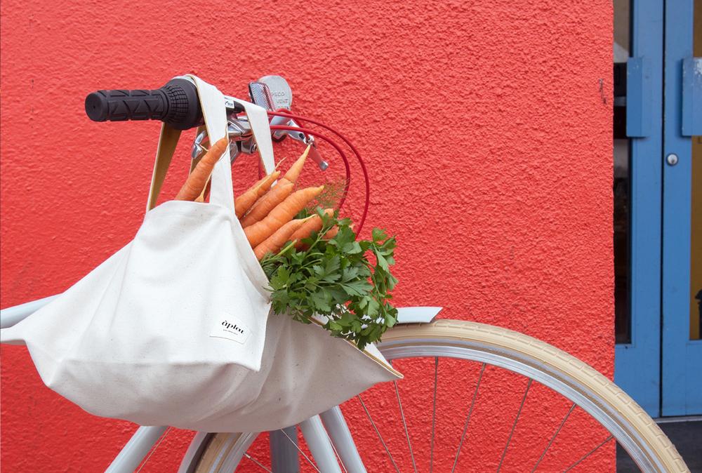 aplat_publicbike_farmersmarket.jpg