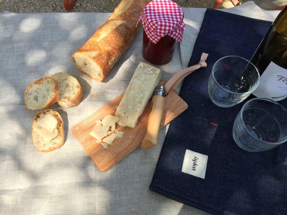 aplat horizontal picnic tote.JPG