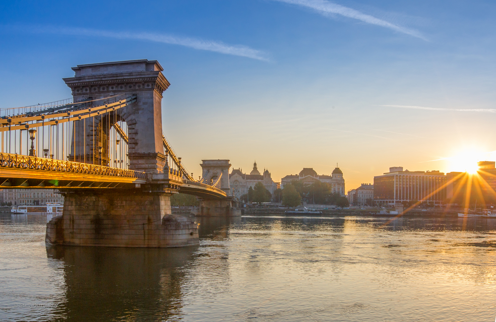 Széchenyi Chain Bridge at sunrise, Budapest