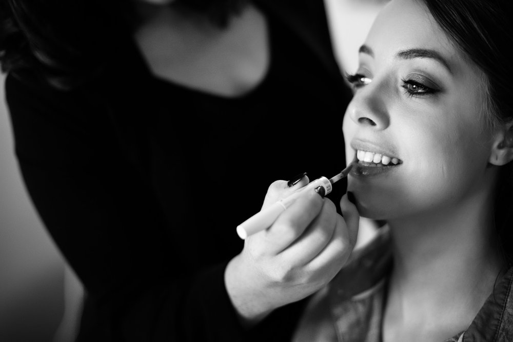 EDUCATIONAL CLASS - FOCUSED TOPIC $100 per hour- 1.5-2 hours- Demo on Model- Expert Application Techniques- Precise Product Recommendations & Q&AGreat for company bonding events, or makeup lovers who want to learn more tips and tricks!