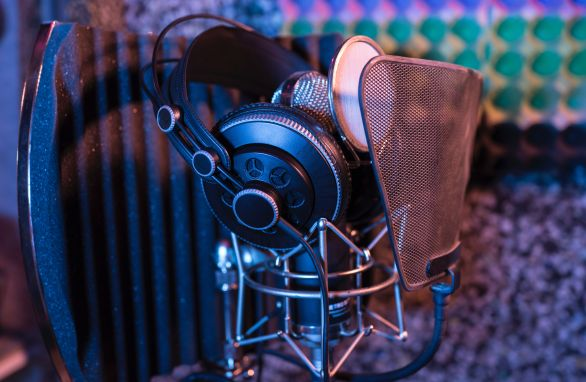 get the best commercial voice acting agents, directors, managers and partners to assist you in finding top voice over (VO) acting demo reels and talent for casting calls, auditions, production studio projects including services, demo reels,cost and prices in Chicago IL