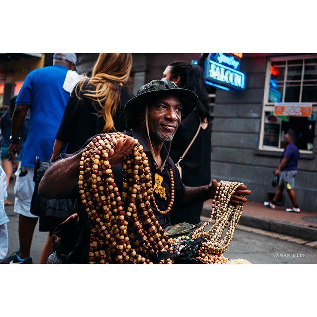 Hey man, $5 for these beads, watch my dog. ::::swipe ➡️ _ _  #womaninstreet #streetpotography #streetshared #streethunters #twgrammers #streetphotographer #streetpoto #streettogs #fujiframe #fujifilmx_us #fujifilmxseries #fujixt2 #fujifilmxt2 #myfujifilm #fujifeed #lensculture #documentinglife #igtravel #illuminateclasses  #whereistand #natgeoyourshot #followyournola #nolalove #showmeyournol #ig_neworleans