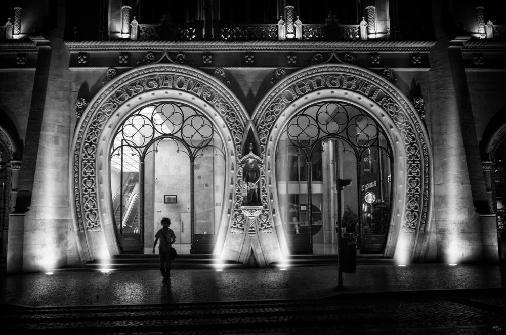 Lizbonlunun Seyir Defteri     Turist değil gerçek bir Lizbonlu gibi yaşayacağınız film gibi bir beş güne hazır mısınız?   Geziyi İncele