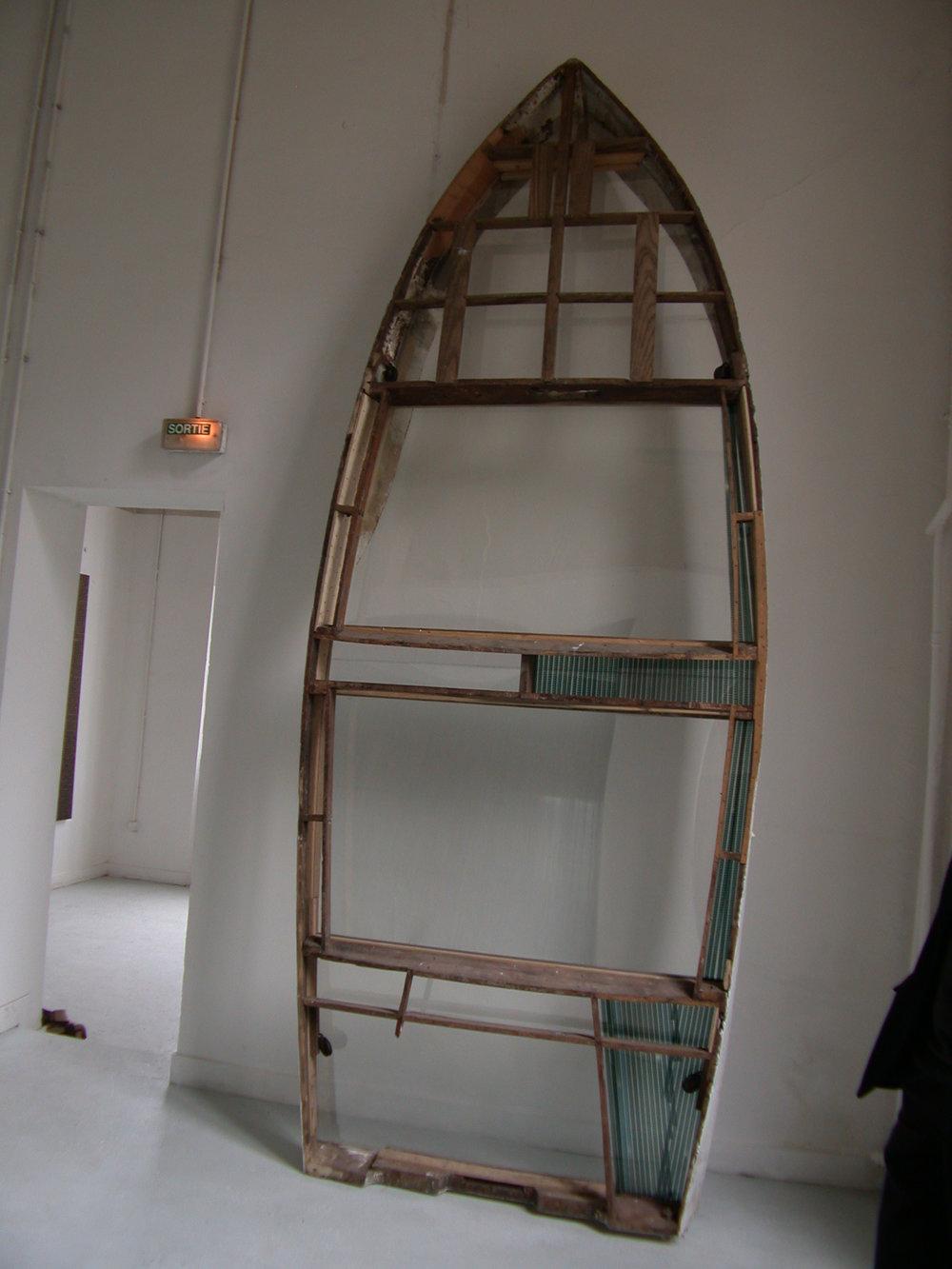Horizon by Etienne de Fleurieu , Pellicule cinématographique 16 mm sous pléxiglass inséré dans la structure d'une barque en bois