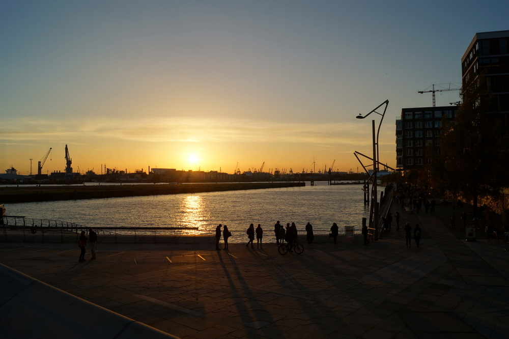 Sonnenuntergang im Hamburger Hafen / Hafencity