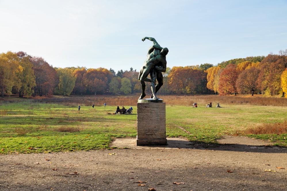 Fluss Baeume Herbst.jpg