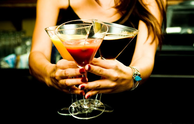 I've always wanted to work as a bartender! Photo credit:    theopenlifeblog.blogspot.com
