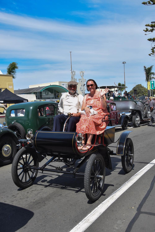 A Hawke's Bay Local escorts a Deco Damsel around town