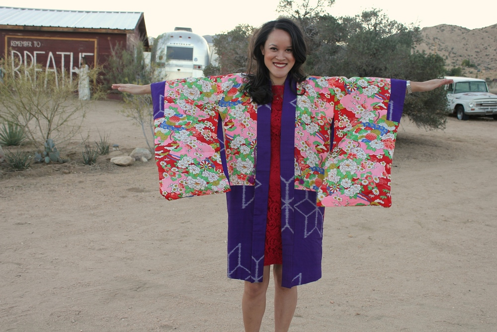 My cousin Kim just came back from Japan and was wearing this gorgeous kimono made out of raw silk. I want to steal it.