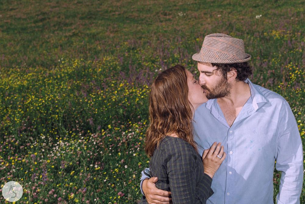 Séance engagement - La Drôme - Lifestyle_ Photographe couple4.jpg