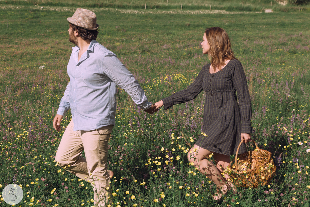Séance engagement - La Drôme - Lifestyle_ Photographe couple9.jpg