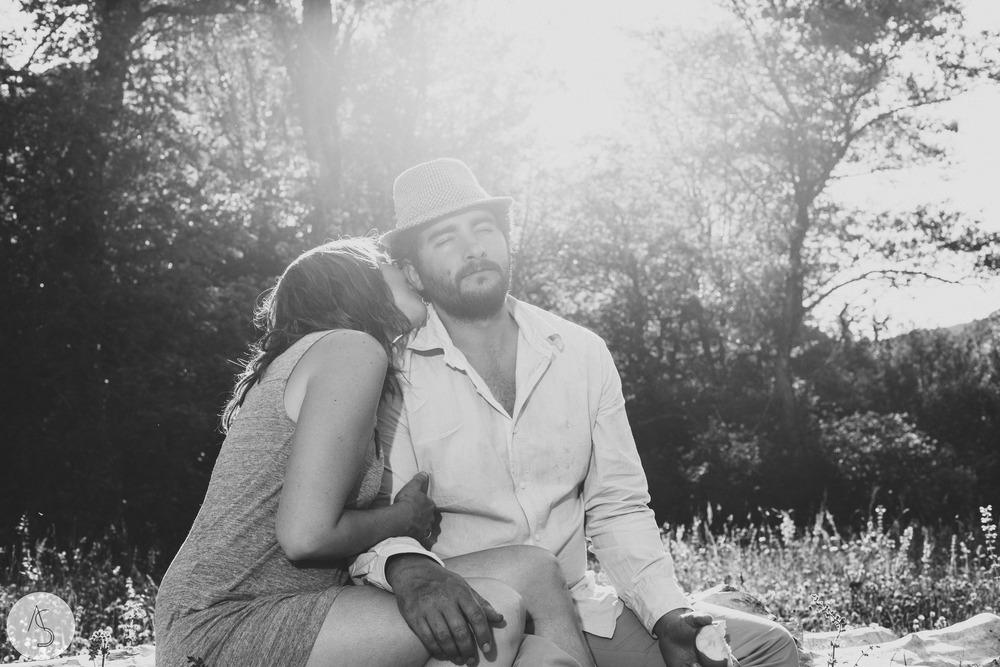 Séance engagement - La Drôme - Lifestyle_ Photographe couple21.jpg