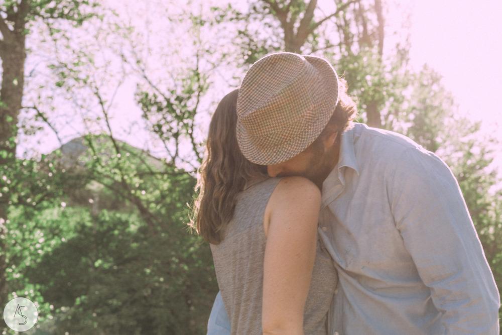 Séance engagement - La Drôme - Lifestyle_ Photographe couple26.jpg