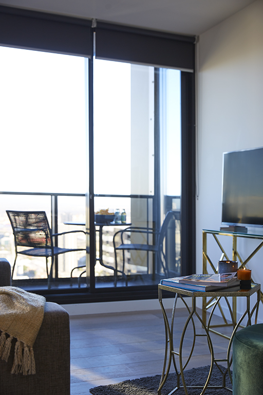 EMPIRE-MELBOURNE-SHORT-STAY-APARTMENT-LOUNGE-BALCONY.jpg