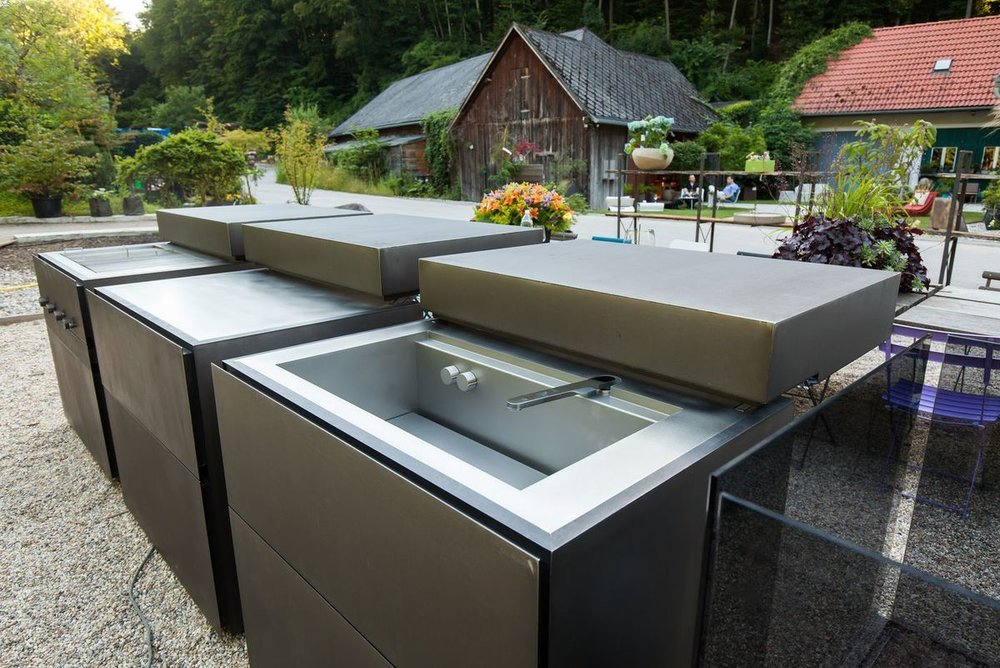 Luxury outdoor kitchens.jpg