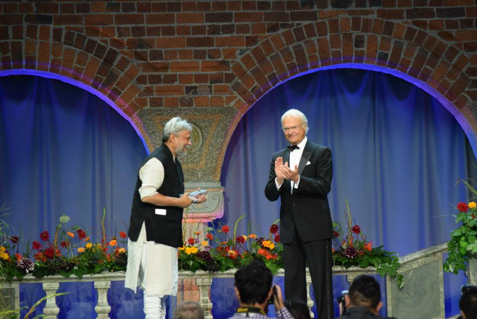 King Carl XVI Gustaf of Sweden gives Rajendra Singh the World Water Prize 2015