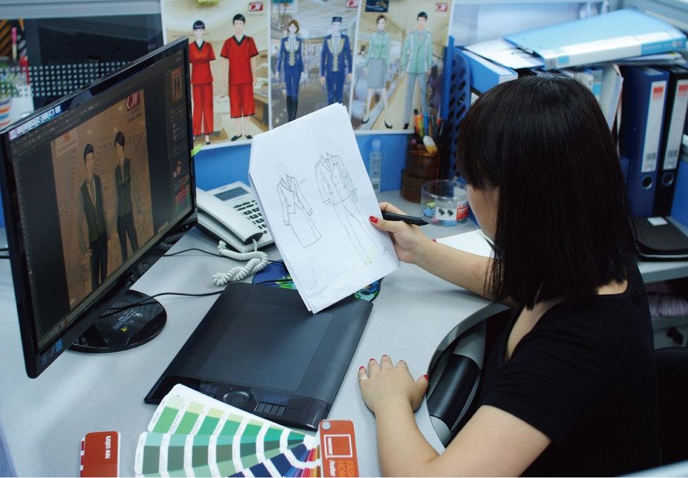 設計部 - 擁有自家資深時裝設計師, 全電腦操作, 可為客戶迅速提供最時尚, 最合心意的選擇。