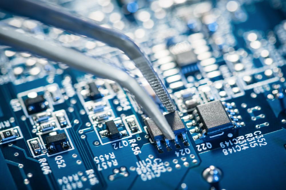 電腦化晶片制服管理系統 - 引入全球先進產品管理系統, 每件製成品均附晶片, 電腦監控, 流程暢順, 高效率, 零失誤。