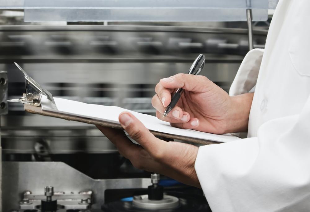 品质监控组 - 由各部门资深师傅及管理层组成, 严格检视所有製成品, 令客户更安心放心。