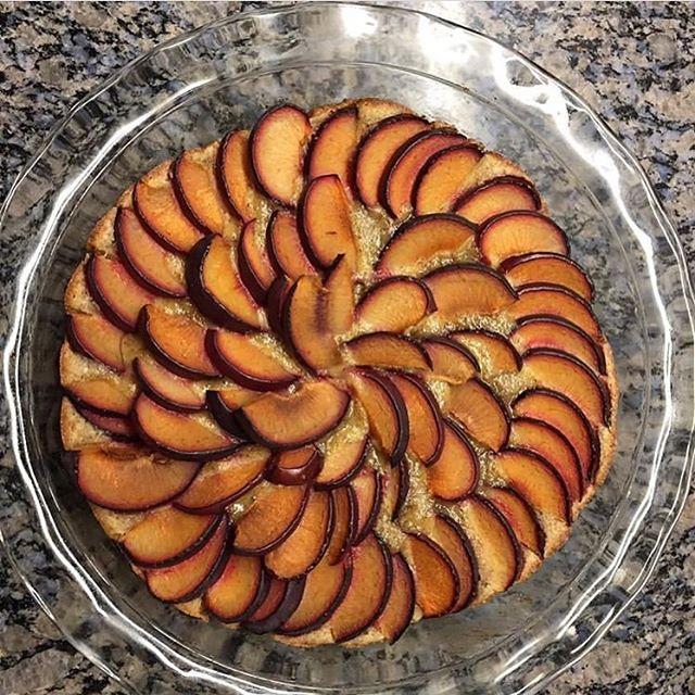The last slice of summer (nectarine almond tart)