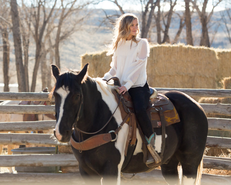 sarah-darling-where-cowboys-ride-wyoming-by-sara-kauss-photography-2-775x620.jpg