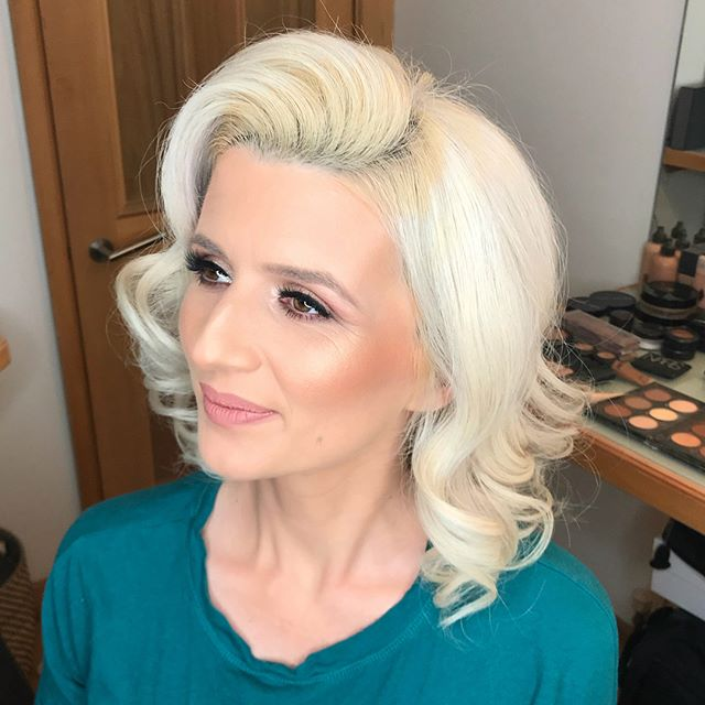 Hair and Makeup Alert on this blonde bombshell 💥  #wavybob #bighair #makeupartist #softandnatural #makeuplove #muaessex #glowing