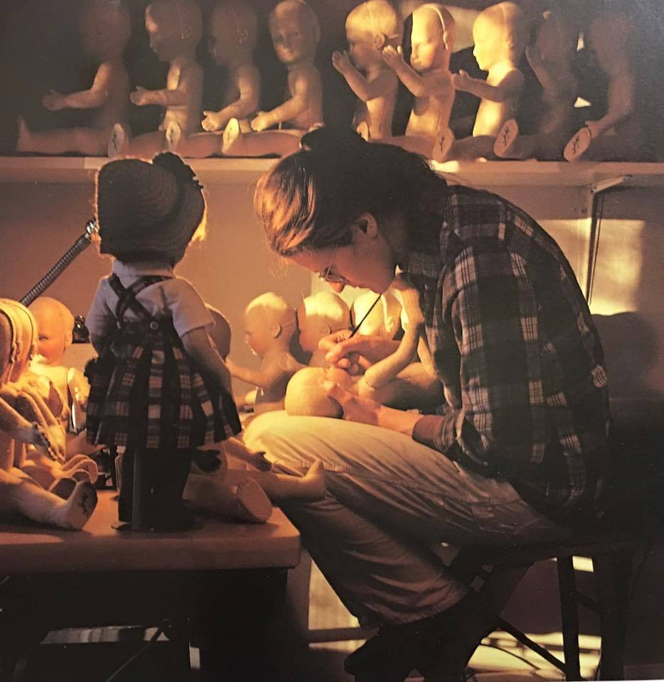 n 1982, when this photo of Susan and the Little Children dolls was taken, the Wrights were still painting the dolls' faces in their home studio.