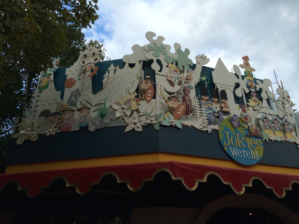 Jokies Wereld shop adjacent to Carnaval Festival.