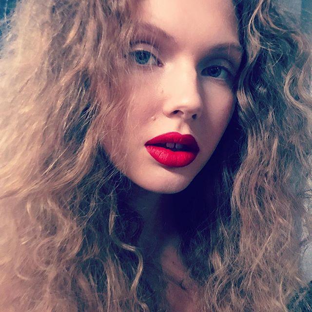 Loving these Red lips 💋 @paulinaeide @teammodels using @maxfactornorway #maxfactornorway #velvetmattelipstick 35 Love ❤️