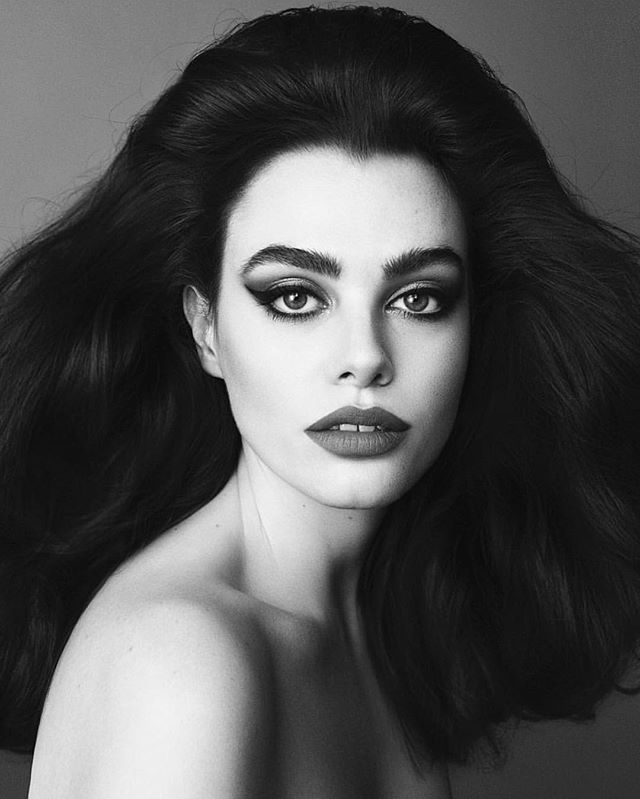CHARLI love 🖤 Photographed by amazing @desiree_mattsson Hairstyling by fabulous @grozdic Makeup by me @lindawickmann