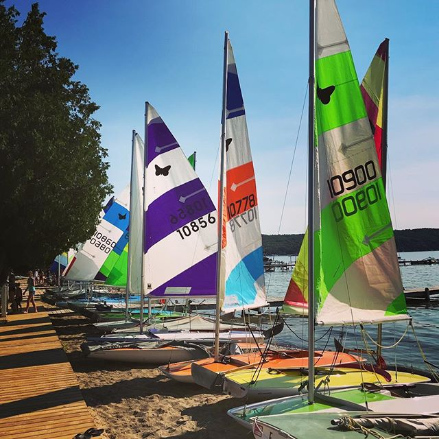 Tuesday means Junior Fleet sails! #happytuesday #clyc #happyfaces