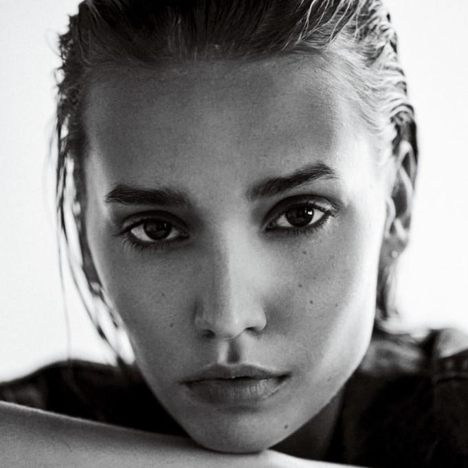 Mariya Melnyk - Portfolio - Click HereIG: @mariyamelnyk